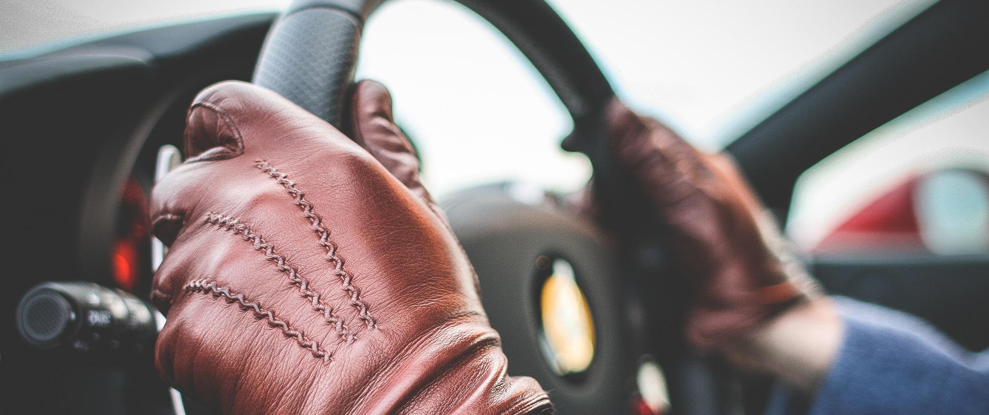 מבצע בדיקת ראייה לנהגים